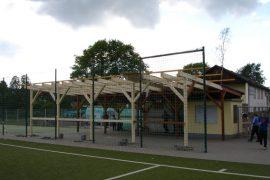Überdachung am Sportplatz